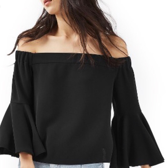 06ca589511391c Topshop Off The Shoulder Bell Sleeve Top. M 5ae6a0dc9cc7ef74d5a7ae21